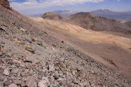 in discesa lungo l'interminabile ghiaione che scende dal Campo Alto verso il Base (21-8-2010)