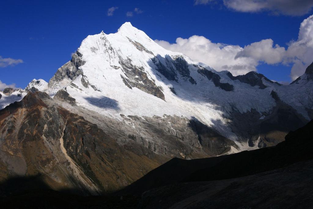 Nevado Chopicalqui m. 6325 visto dal Rifugio Perù (16-8-2007)