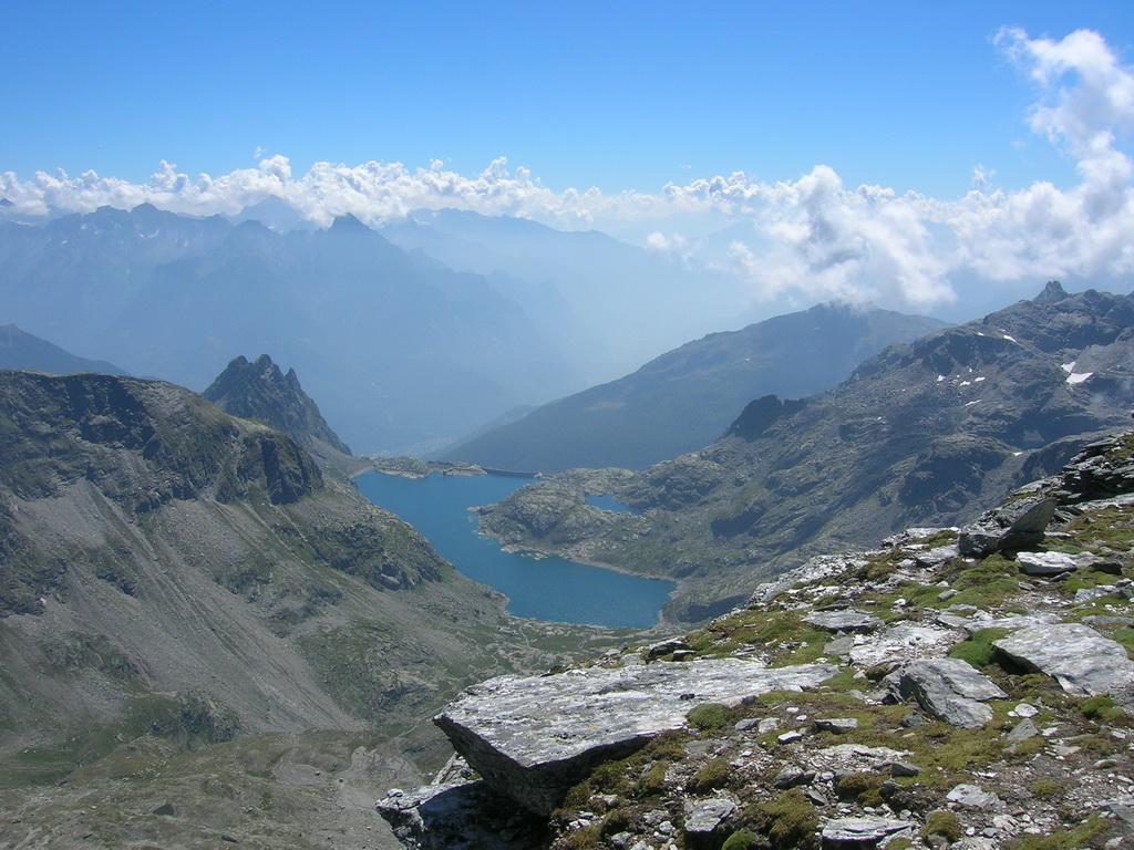 Il bacino del Truzzo visto dalla cima