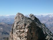 Dall' anticima 3374 m vista verso la cima NE 3376m (a destra) e SO 3382 m (a sinistra)