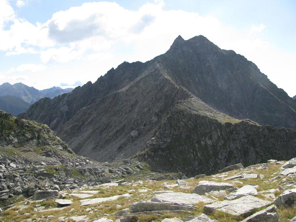 La Bocchetta della Vallotta e la cresta N-O di Punta Tressi