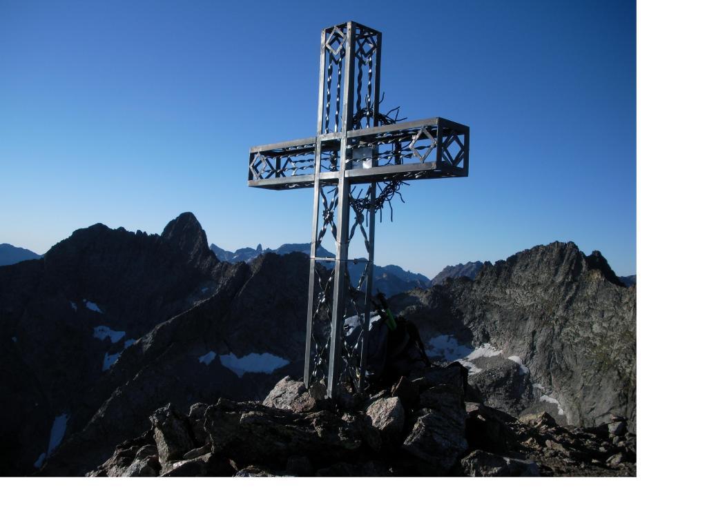 L'Oriol e la cima Mondini a dx dietro la croce sono iGelas