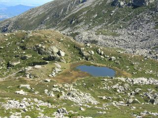 il primo laghetto vicino al rifugio