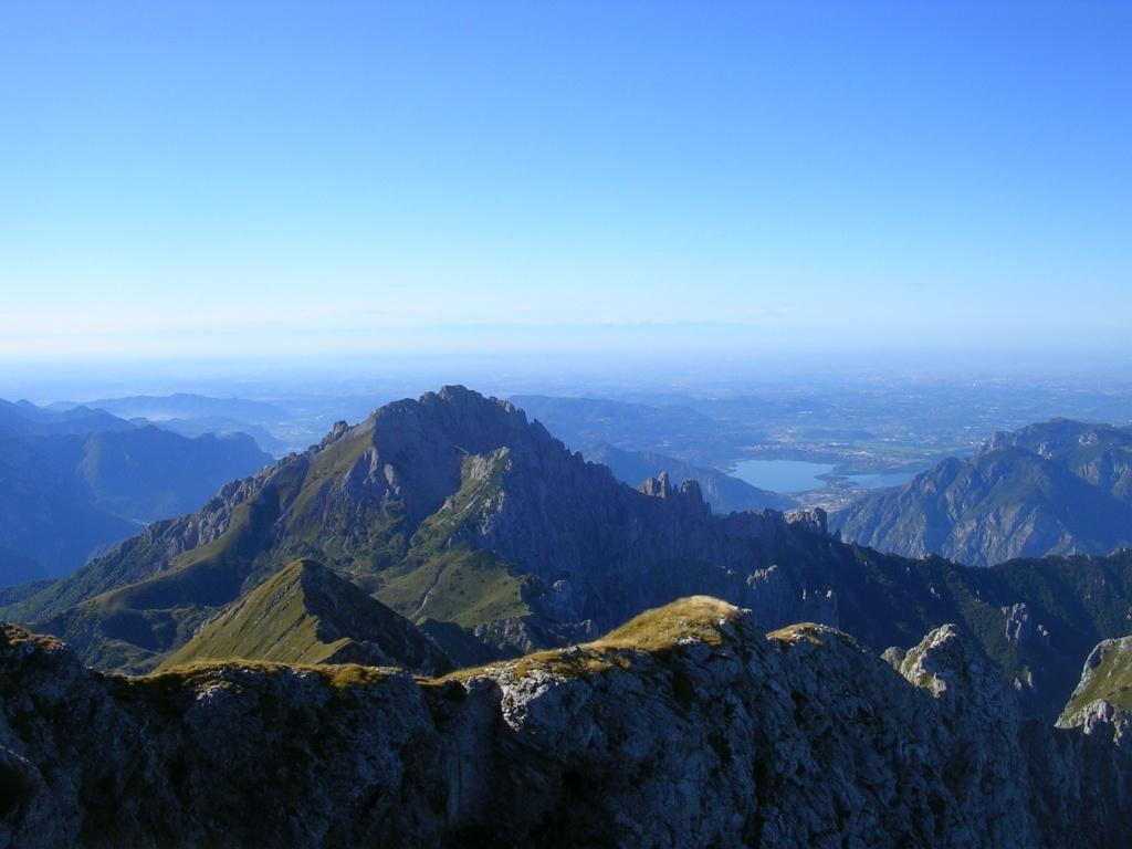 Sulla cima del Grignone guardando la Grignetta