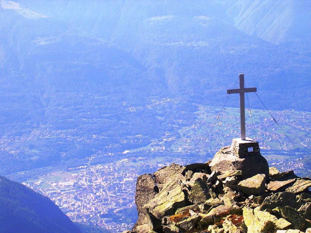 La croce del Monte Foppa sopra Sondrio