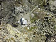 Il rifugio Giacoletti visto da punta Udine.
