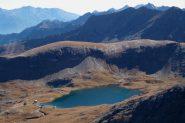 Il Monte Rasciass incombe sul lago MIserin.