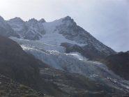 la Roccia Viva ed i suoi seracchi visti dal sentiero 22 D in trasferimento al bivacco Martinotti