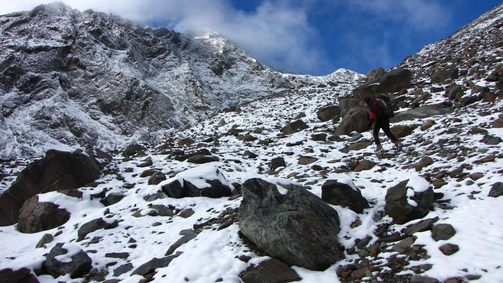 la prima neve nella parte alta del vallone (26-9-2010)