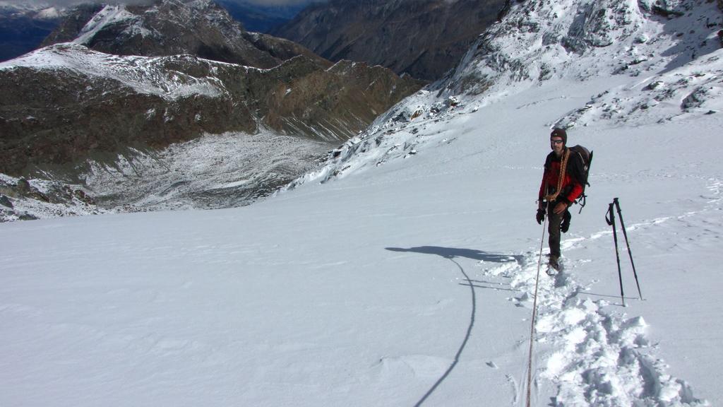 Massimo sale lungo il Ghiacciaio di Percia (26-9-2010)
