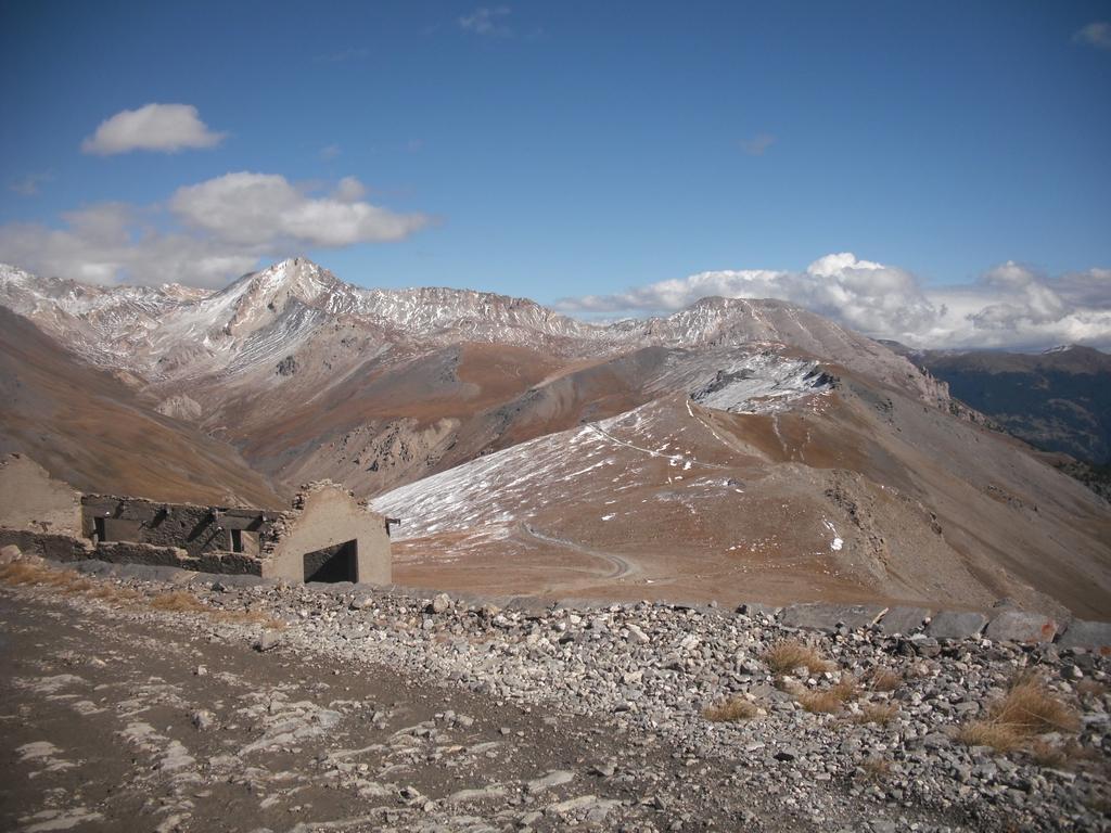 bel panorama e spruzzata di neve