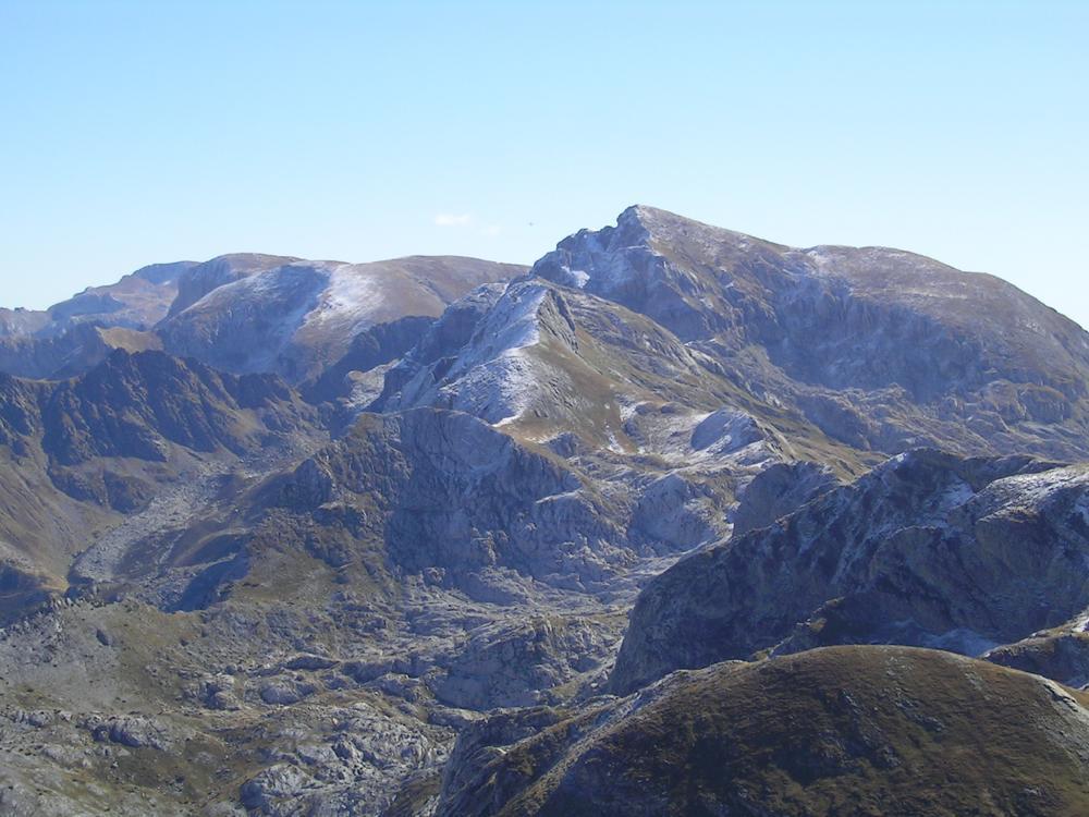 Zoom sulla Catena del Marguareis - Saline - Mongioie imbiancati dalla prima neve