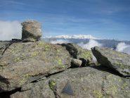 Vetta della Punta della Mionda con sfondo M. Rosa