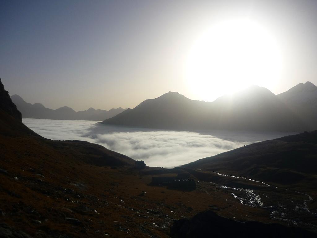 le nuvole sotto al rifugio Sella