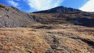 i pendii erbosi che portano verso l'avallamento di quota 2700 m. (16-10-2010)
