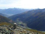in vetta col panorama verso Aosta