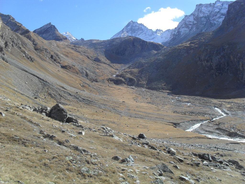 il vallone di Levionaz con sullo sfondo la Gran Serra e L'Herbetet
