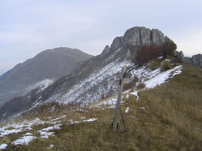 Dal colle tra Bric Castea e Costa degli Artesin, vista verso Nord