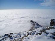 una cresta esce dalle nubi