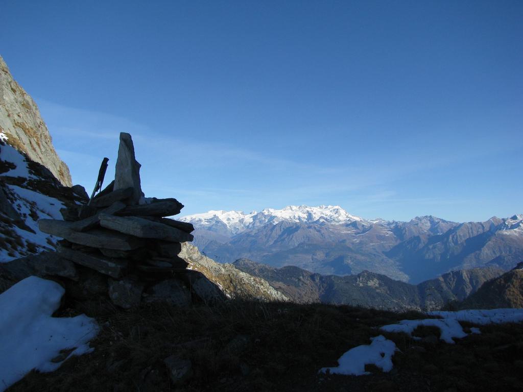 Colle Santanel con sfondo Monte Rosa
