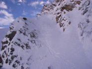 la rampa dopo la discesa, a dx la cascata di ghiaccio