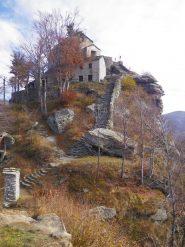 la scalinata finale con la chiesetta di S.Cristina