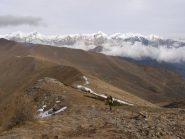 cresta finale, sullo sfondo Pizzo d'Ormea, Conoia, Mongioie,  Saline, ..
