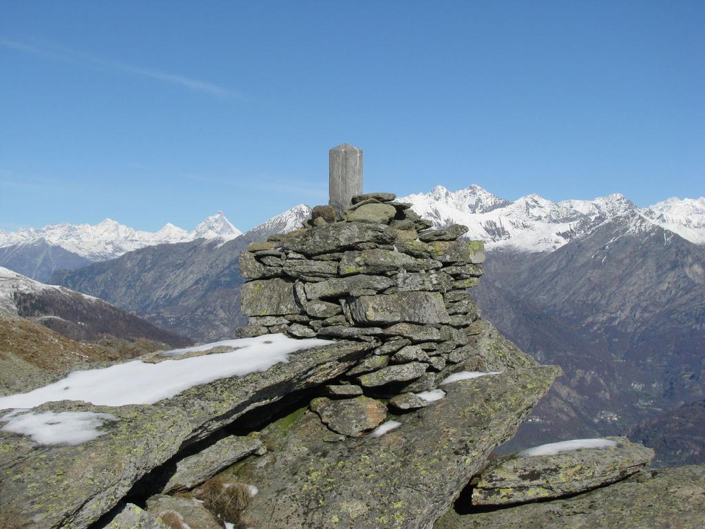 La cima delle Colme con sfondo il Cervino