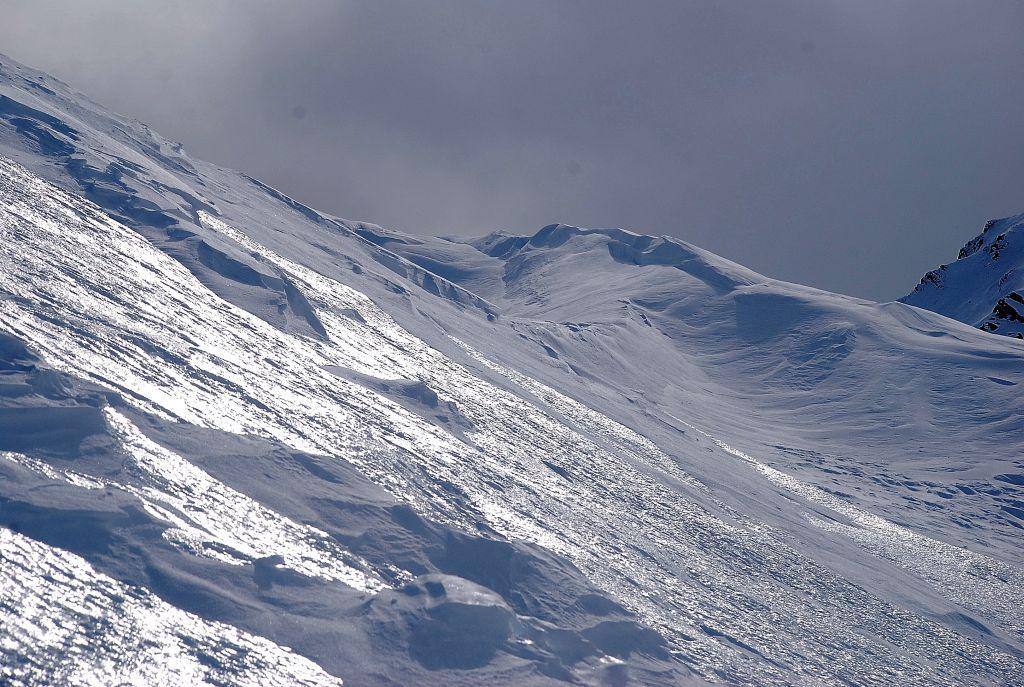 in alcuni tratti la neve è ghiacciata