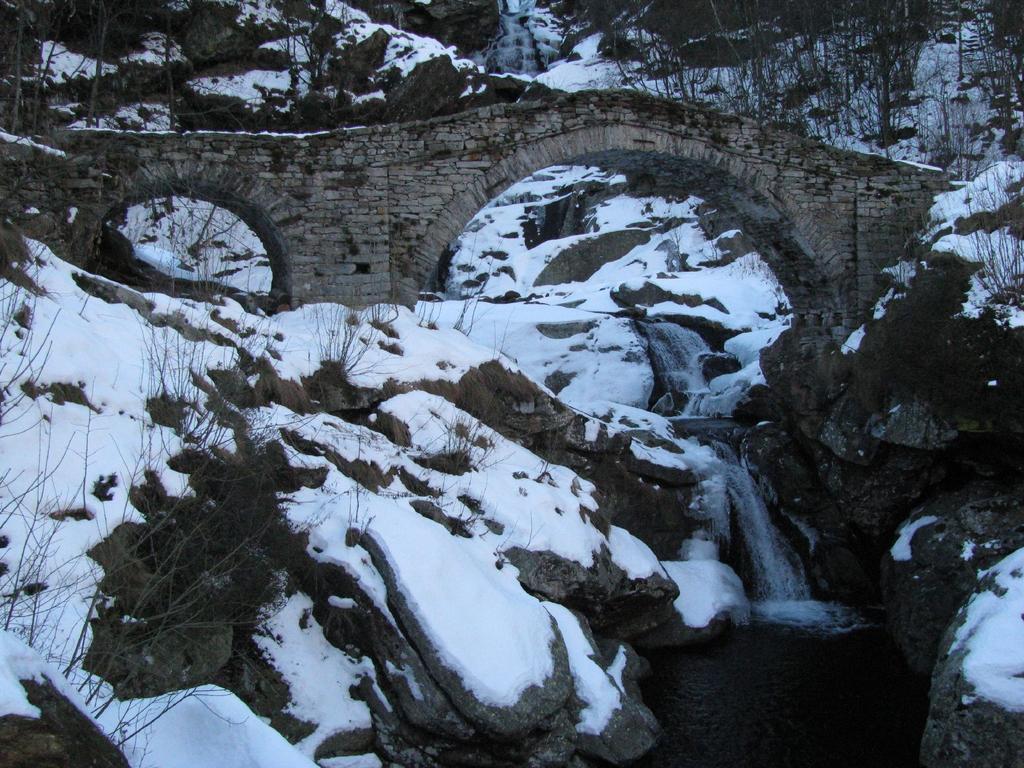Il ponte sul Rio Burdeiver sopra Gaido