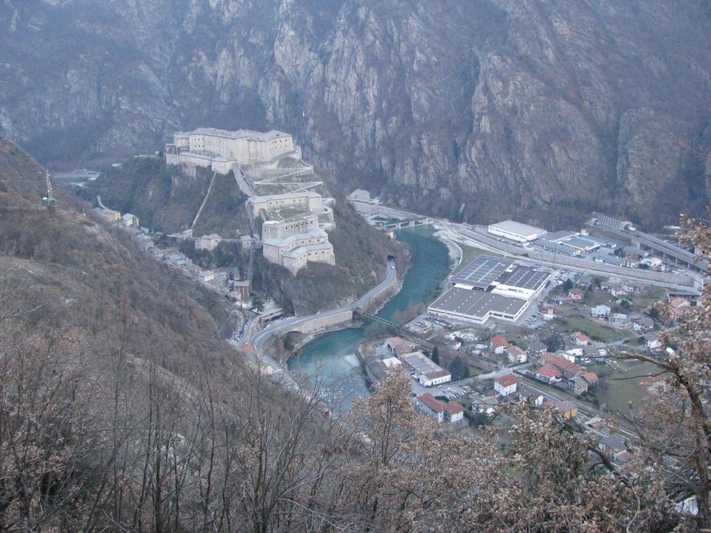 Forte di Bard visto dal sentiero che scende alle vigne di Ban
