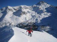l'arrivo, sostenuto, in cima; sullo sfondo il Pic de Rochebrune