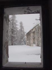 02 - sotto la nevicata, ma dentro le casermette aabbandonate
