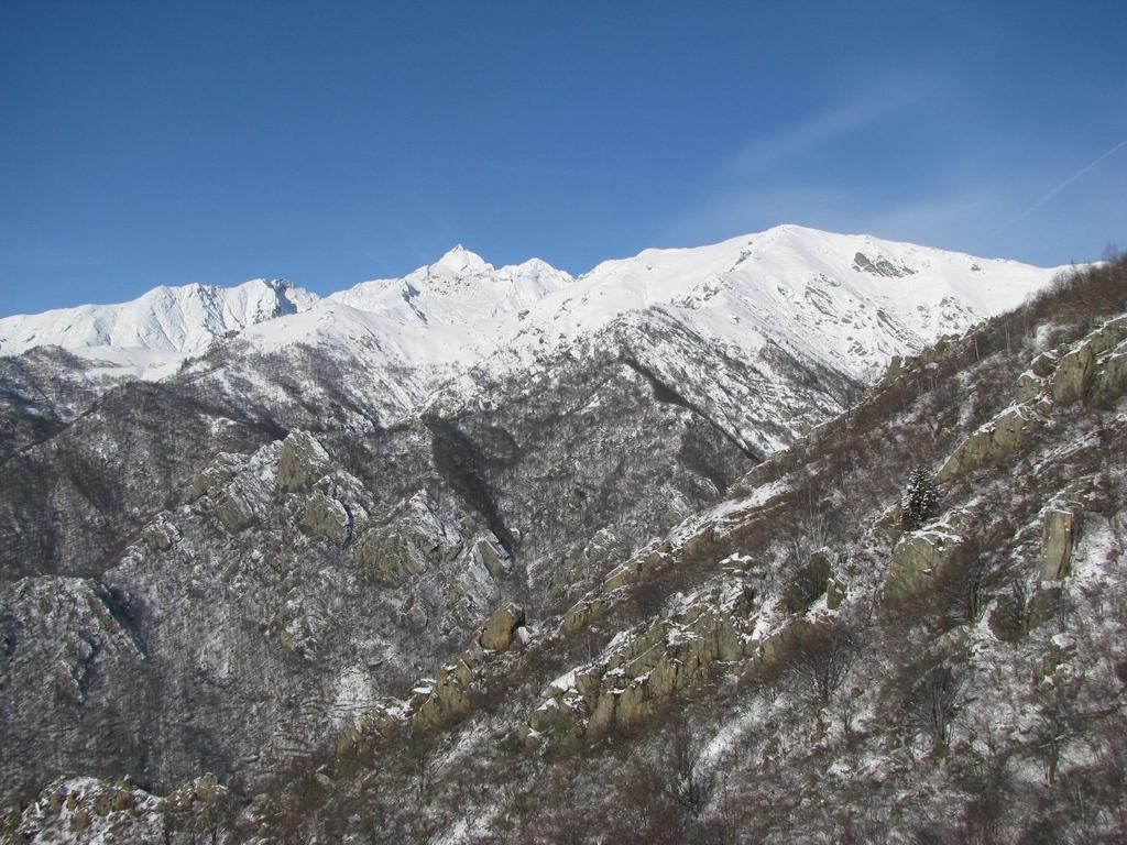 Dalla cima, panorama verso il M. Colombo