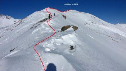 la cresta che si segue per raggiungere l'anticima (1-1-2011)