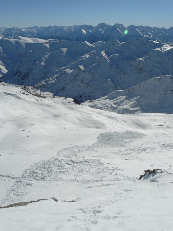la valanga sotto la cima vista dalla vetta