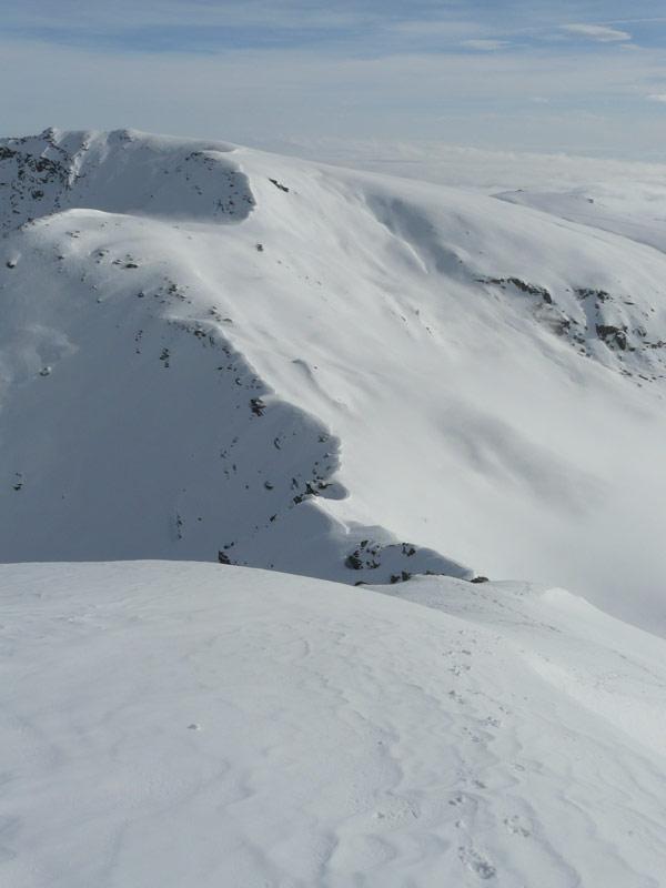 in discesa tornando al colle del vallone sulla cresta percorsa in salita