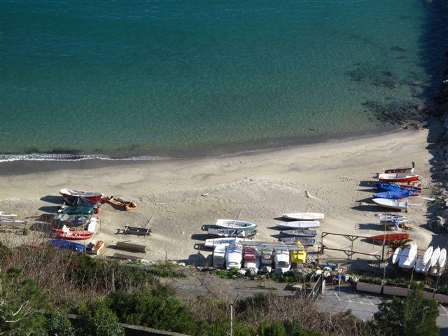 Spiaggia, gozzi e mare