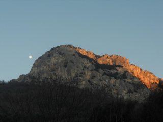 Su Perti il sole lascia il posto alla luna....