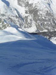 la discesa nel vallone di Sort,a sinistra la Testa Entrelor ed il colletto Gollien