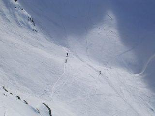 Scialpinisti che salgono al Passo dei Lupi
