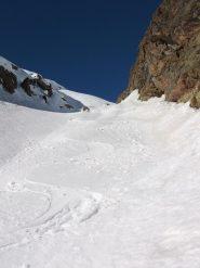 tratti di neve ottima in basso