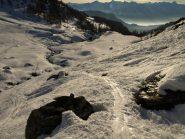 Discesa nella valle del Torrente Massouère su traccia ben battuta