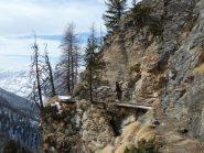 Passaggio pittoresco sul sentiero