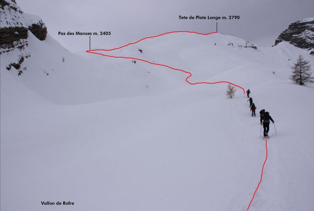 la via seguita per raggiungere la cima dal pianoro di quota 2350 m. (26-2-2011)