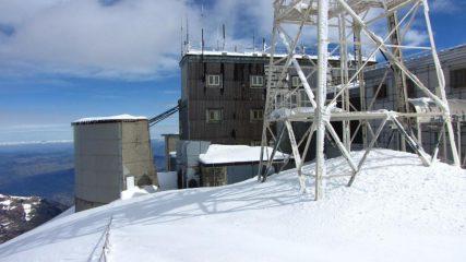come si deturpa la vetta di una montagna...02 (18-3-2011)