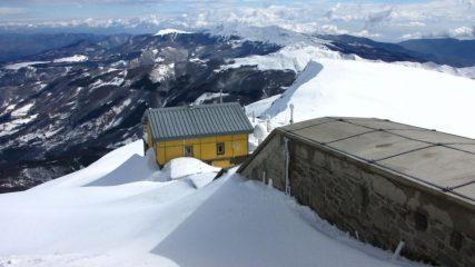 come si deturpa la vetta di una montagna...03 (18-3-2011)