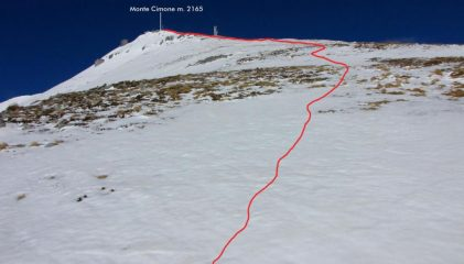 l'ampio crinale Sud seguito per raggiungere la cima (18-3-2011)