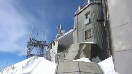 come si deturpa la vetta di una montagna...04 (18-3-2011)