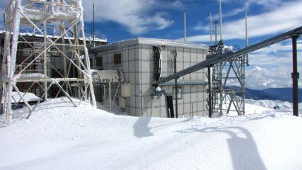 come si deturpa la vetta di una montagna...01 (18-3-2011)